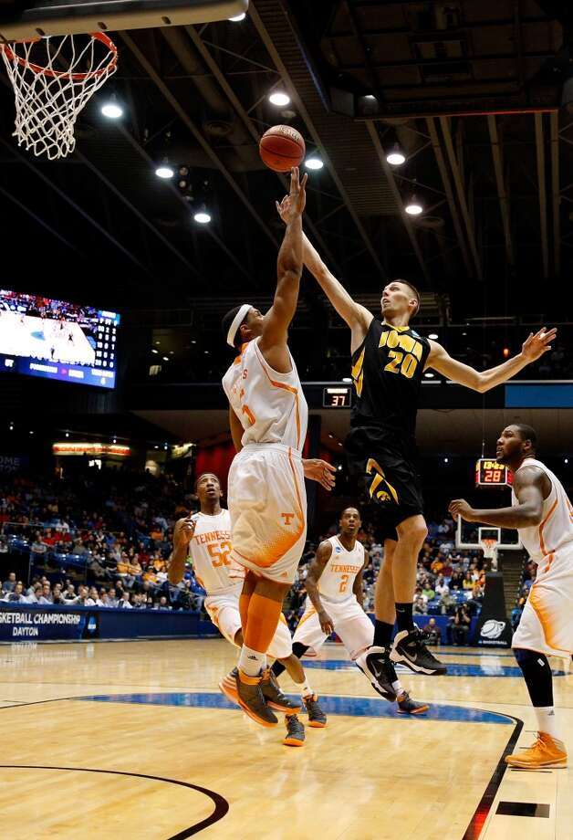 Jarrod Uthoff #20 of Iowa goes up for a shot against Jarnell Stokes #5 of Tennessee. Photo: Gregory Shamus, Getty Images