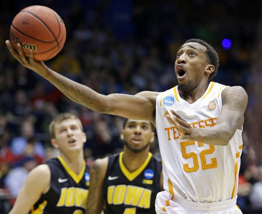 Tennessee guard Jordan McRae (52) drives against Iowa. Photo: Al Behrman, Associated Press