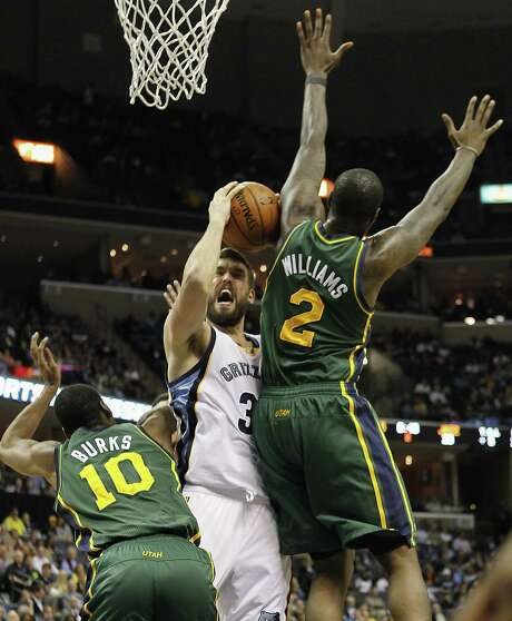 Grizzlies center Marc Gasol is challenged by Jazz guard Alec Burks (left) and forward Marvin Williams during Memphis' 96-86 victory. Photo: Lance Murphey / Associated Press / FR78211 AP