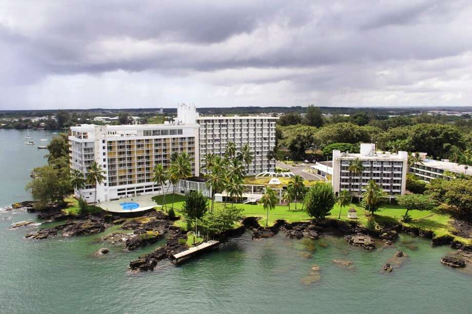 Formerly the Naniloa Volcanoes Resort, the Hilo Naniloa Hotel  has a new look in many of its guest rooms and a special rate that includes a free round of golf at neighboring Naniloa Golf Course. Photo: Hilo Naniloa Hotel