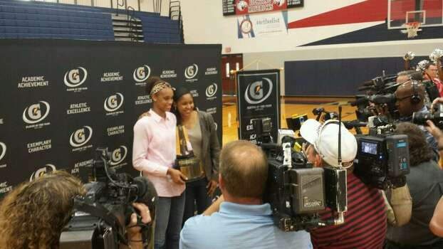 2006-07 Gatorade Player of the Year Maya Moore surprises Brianna Turner with the 2013-14 award at Manvel high school on Thursday. (Angel Verdejo Jr./Houston Chronicle)