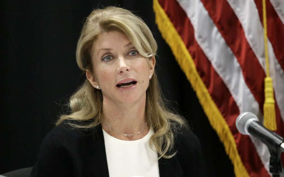 FILE - In this Jan. 9, 2014 file photo, Texas Sen. Wendy Davis speaks at an education roundtable meeting in Arlington, Texas.  Davis, who has said she would support expanding gun rights, now says that includes allowing concealed handgun license holders to openly carry their weapons in public. (AP Photo/LM Otero, File) Photo: Associated Press