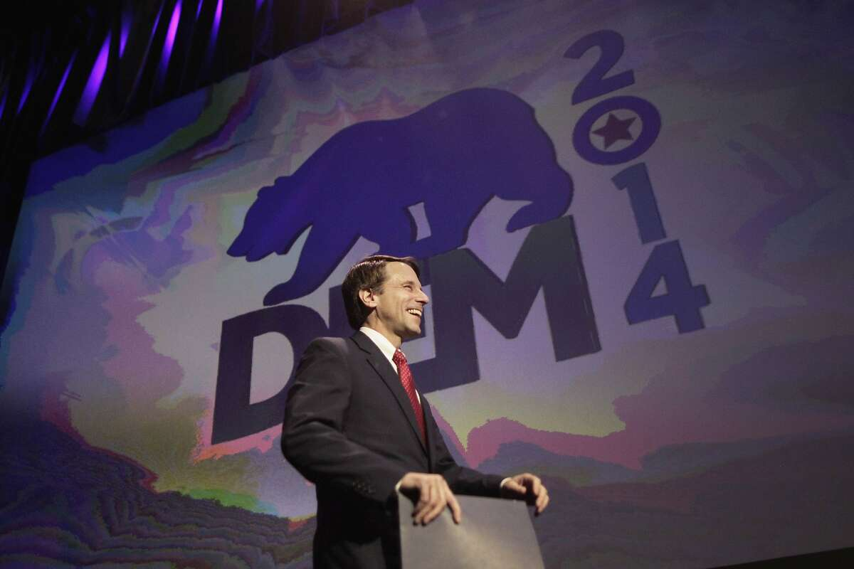 Insurance Commissioner Dave Jones walks onstage to speak at the 2014 California Democrats State Convention at the Los Angeles Convention Center March 8, 2014. REUTERS/David McNew (UNITED STATES - Tags: POLITICS)