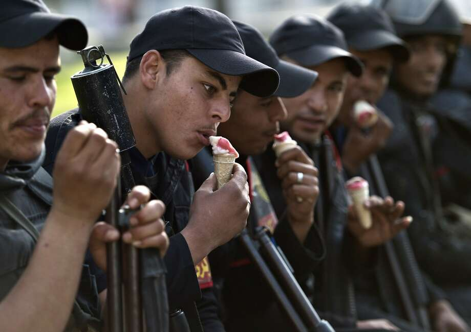 Ice cream patrol:Egyptian riot police take a cone break from suppressing Muslim Brotherhood 