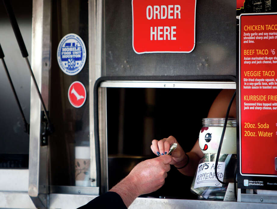 Customers purchase food at Kurbside Eatz. Photo: Cody Duty, Houston Chronicle / © 2013 Houston Chronicle