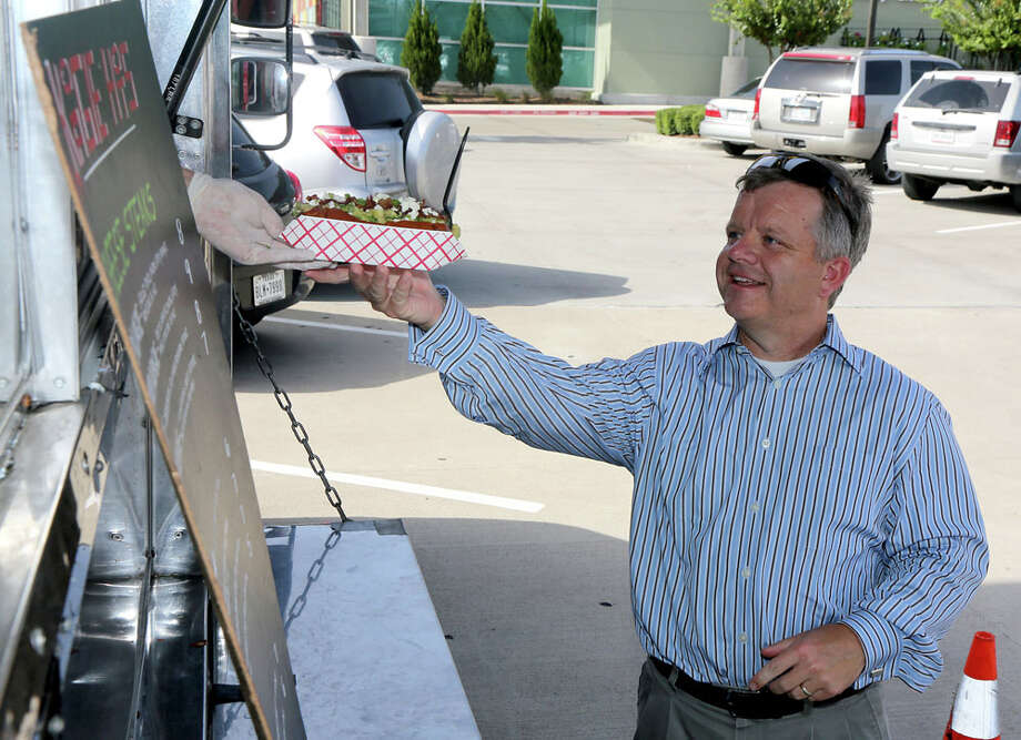 Steve Peltier orders an Avi dog at Koagie Hots. Photo: Thomas B. Shea, For The Chronicle / © 2012 Thomas B. Shea