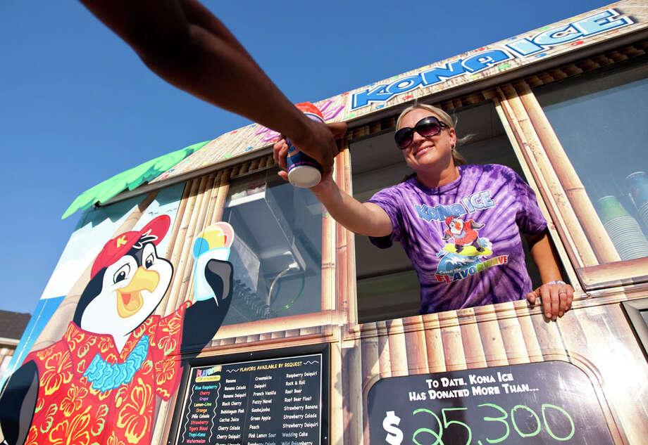 The Kona Ice truck Photo: Nick De La Torre, Houston Chronicle / © 2012  Houston Chronicle