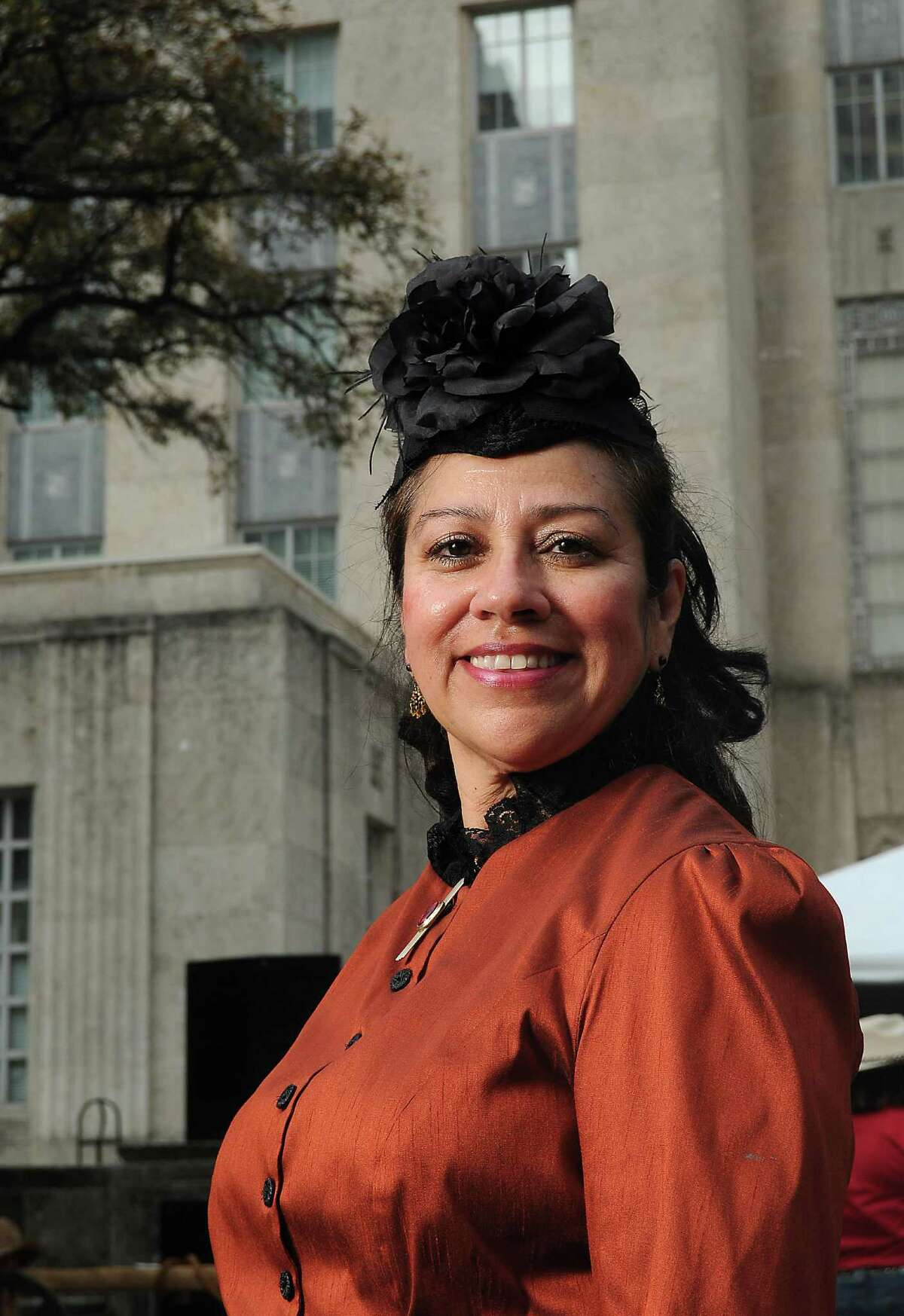 Linda Alonzo Saenz serves on the Ladies' Go Texan Committee, the Go Tejano Committee and in the History Live program, part of the Speakers Committee, for the Houston Livestock Show and Rodeo.