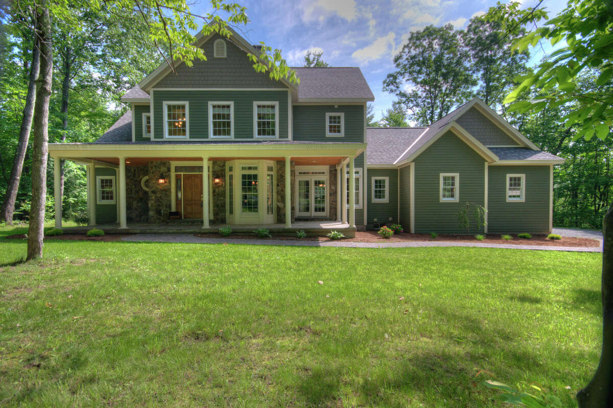 House of the Week: 8 Magnolia Drive, Averill Park | Realtor: Tracey Bennett of Eberle Real Estate Experts | Discuss: Talk about this house