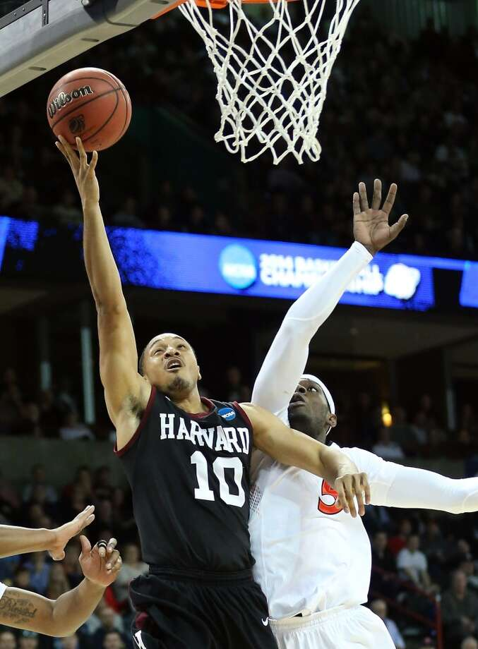 Brandyn Curry goes up for a shot against Justin Jackson. Photo: Stephen Dunn, Getty Images