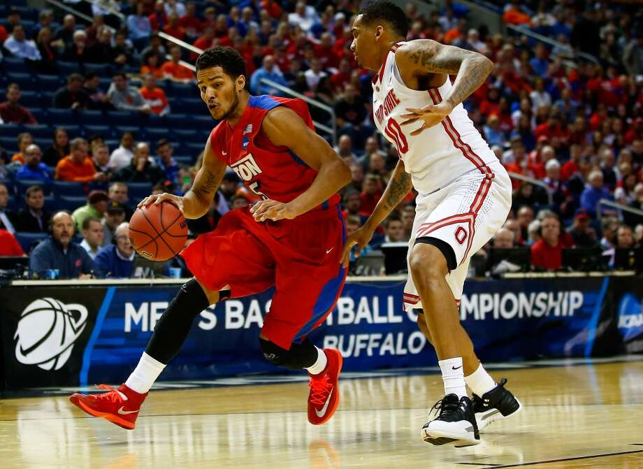 Devin Oliver drives to the basket as LaQuinton Ross defends. Photo: Jared Wickerham, Getty Images