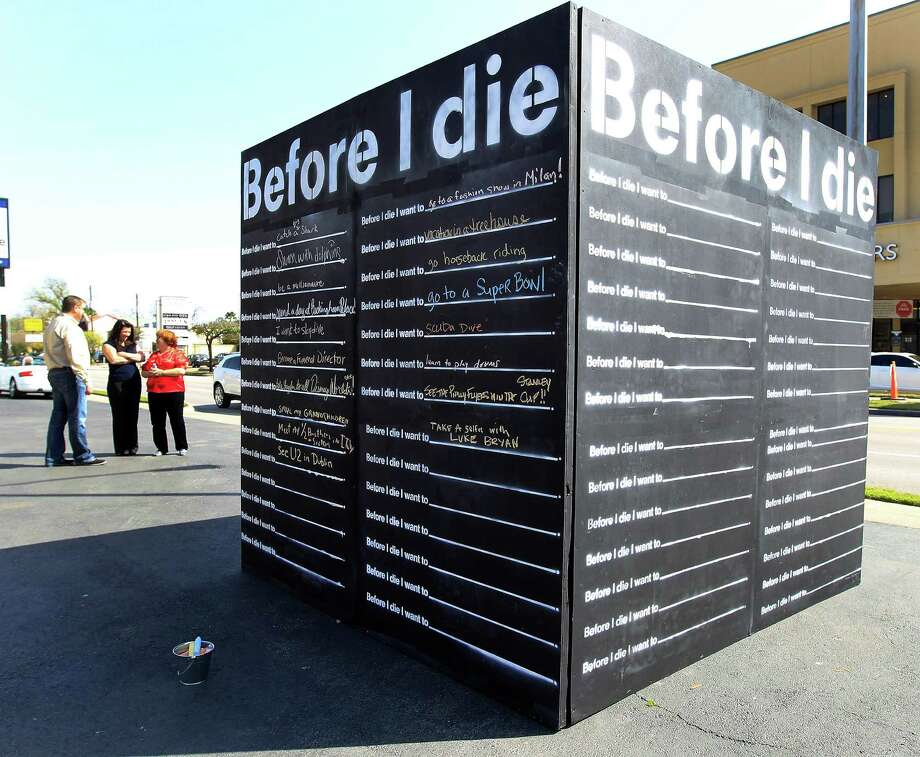 "People around the ""Before I Dieâ"" bucket list wall set up at Distinctive Life Cremations and Funerals. Photo: Karen Warren, Houston Chronicle / © 2014 Houston Chronicle"