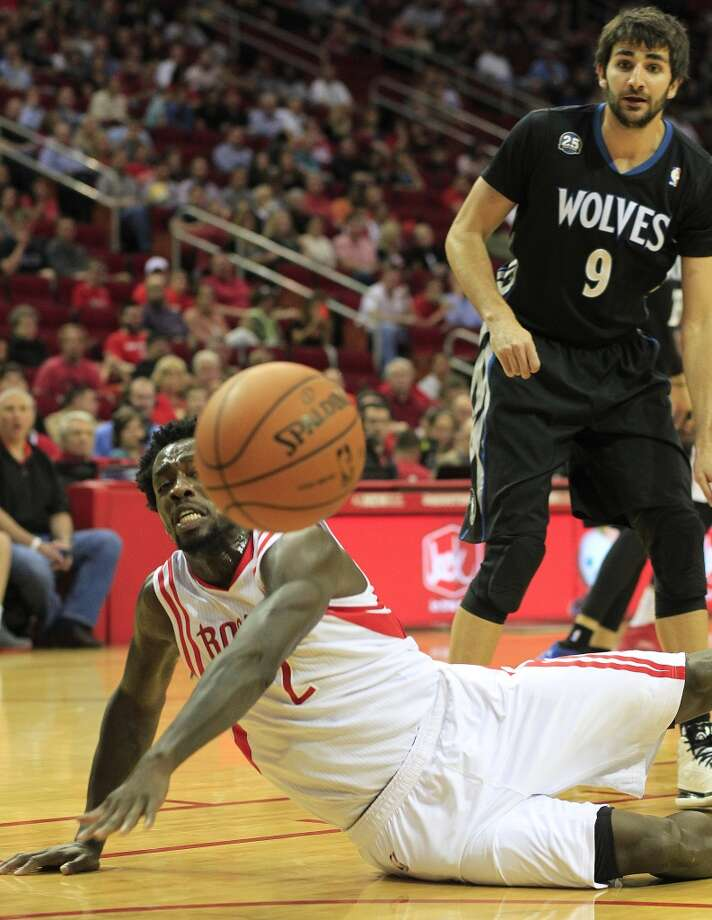 Rockets point guard Pat Beverley watches the ball bounce out of bounds against the Timberwolves. Photo: Johnny Hanson, Houston Chronicle