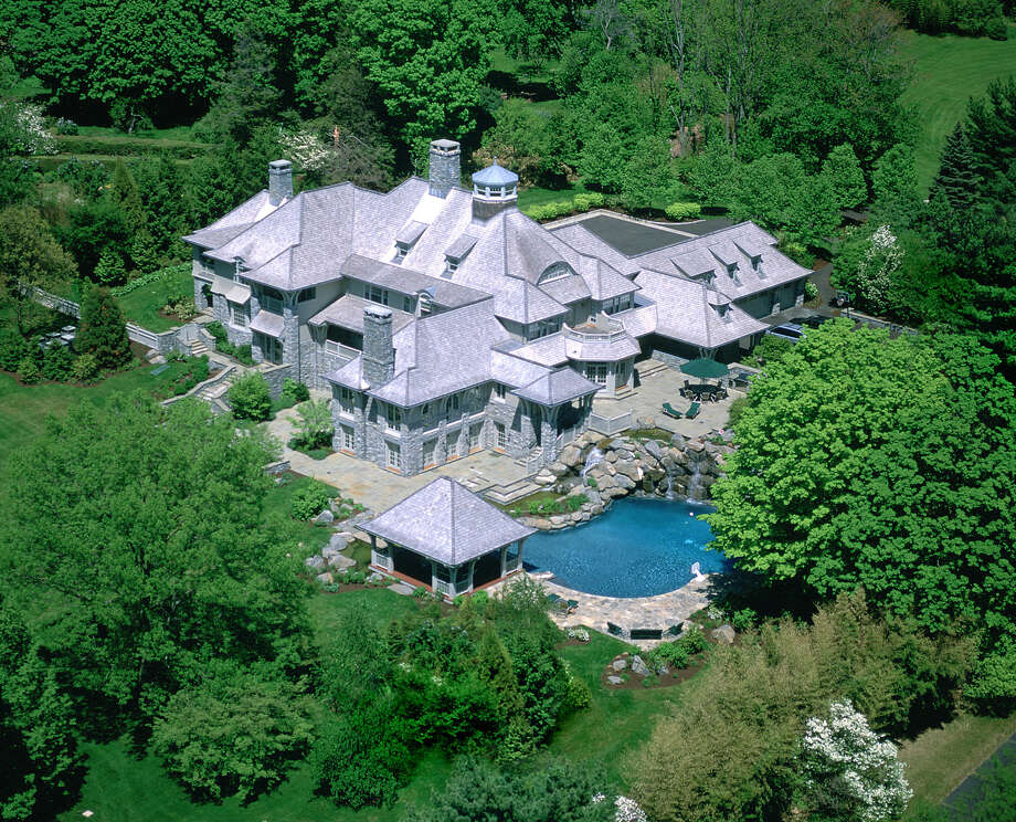 The home at 440 Round Hill Road owned by Former CitiGroup CEO Sandy Weill listed listed last week, asking $14 million. Photo: Contributed Photograph / Greenwich Time contributed