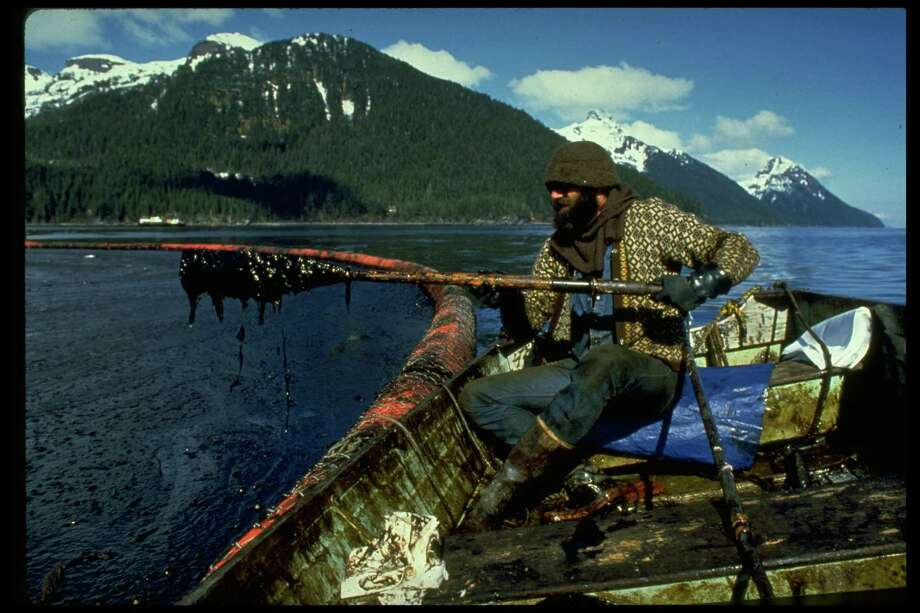 A cleanup worker checking gunk trapped in oil enboomed Prince William Sound after Exxon Valdez oil spill. Photo: Alan Levenson, Time & Life Pictures/Getty Image / Alan Levenson