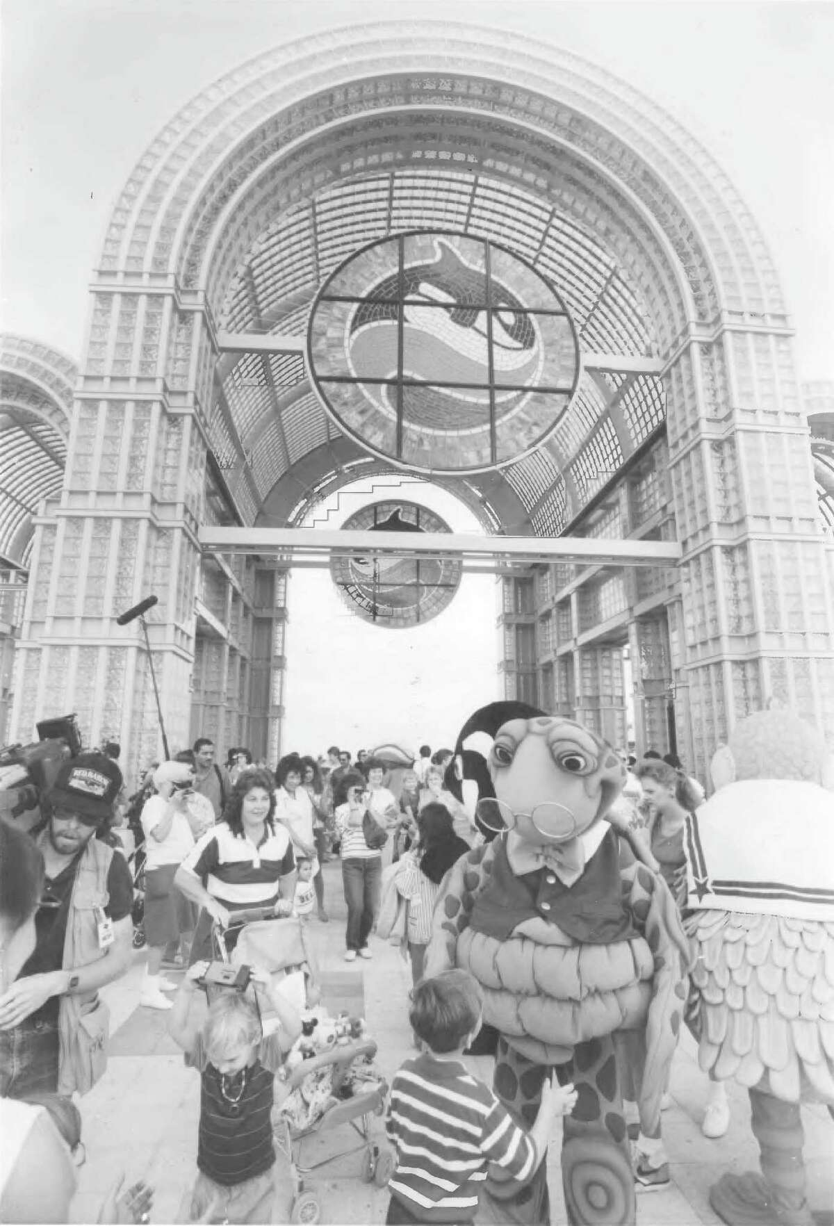 April 15, 1988: SeaWorld San Antonio's opening day.