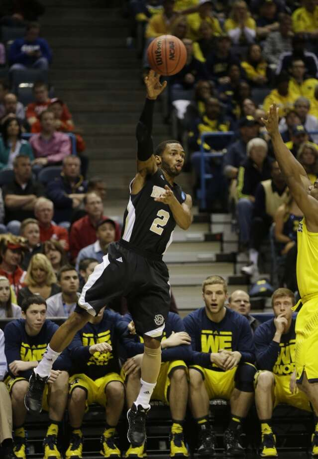 Wofford guard Karl Cochran makes a pass against Michigan. Photo: Jeffrey Phelps, Associated Press