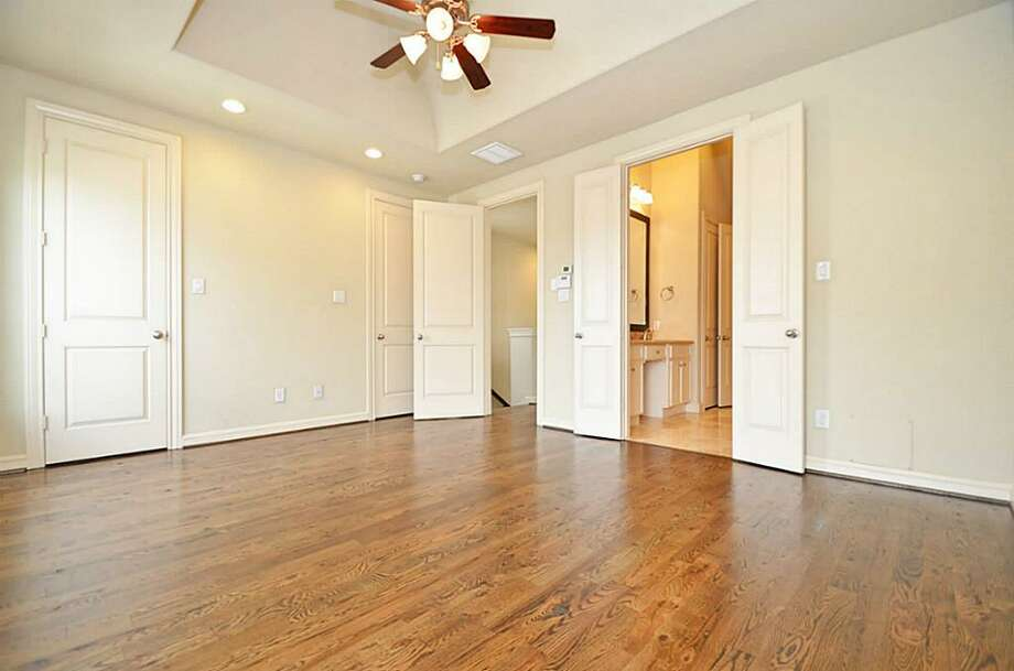 2433 Polk: This 2010 home has 3 bedrooms, 3.5 bathrooms, 1,870 square feet, and is listed for $336,000. Photo: Houston Association Of Realtors