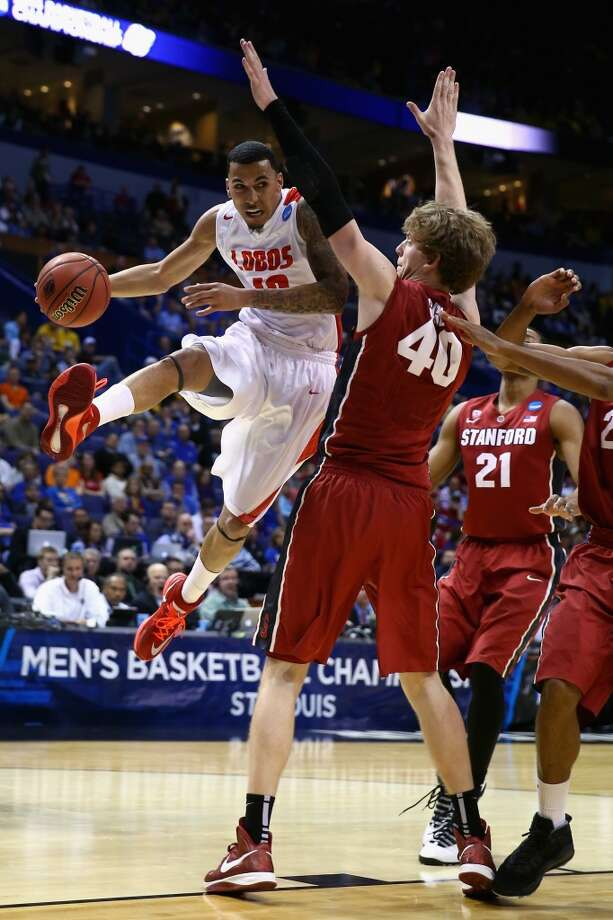 Kendall Williams #10 of the New Mexico Lobos passes the ball against John Gage #40 of the Stanford Cardinal during the second round of the 2014 NCAA Men's Basketball Tournament at Scottrade Center on March 21, 2014 in St Louis, Missouri. Photo: Andy Lyons, Getty Images