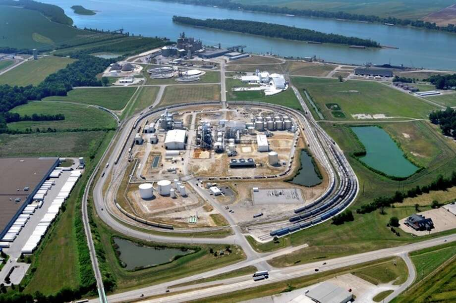 Valero Energy Corp. is restarting this 110-million-gallon ethanol plant, seen in an undated courtesy photo. Valero bought the plant on the Ohio River from Aventine Renewable Energy in March. Photo: Courtesy Photo / COURTESY OF AVENTINE