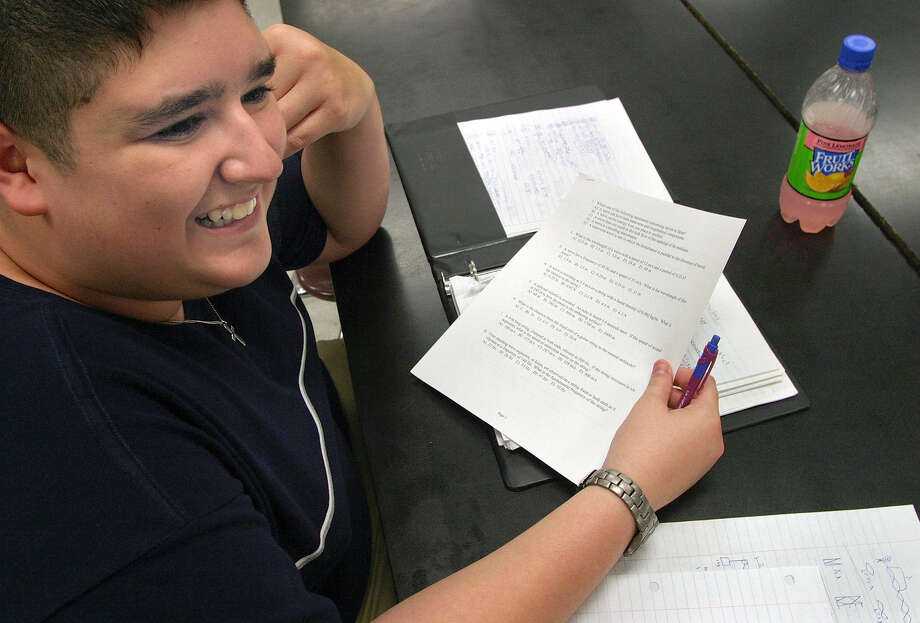 More minority and low-income students are taking advanced placement courses, which can save time and money for college-bound high school students. Photo: J. Michael Short / For The Express-News / SAN ANTONIO EXPRESS-NEWS