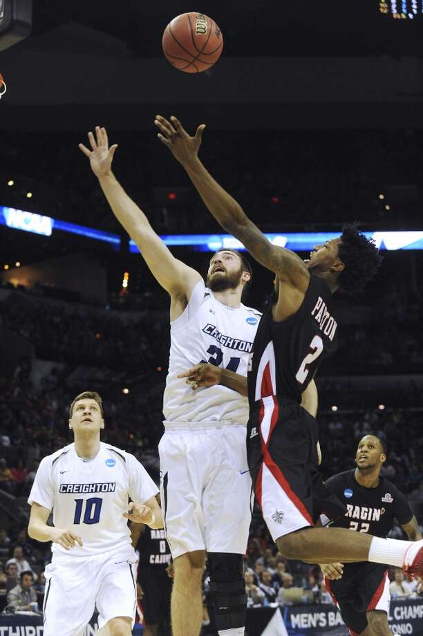 Lousiana-Lafayette's Elfrid Payton (02) shoots and scores as Creighton's Ethan Wragge (34) defends during NCAA tournament second-half action in the AT&T Center on Friday, March 21, 2014. Photo: Billy Calzada, San Antonio Express-News