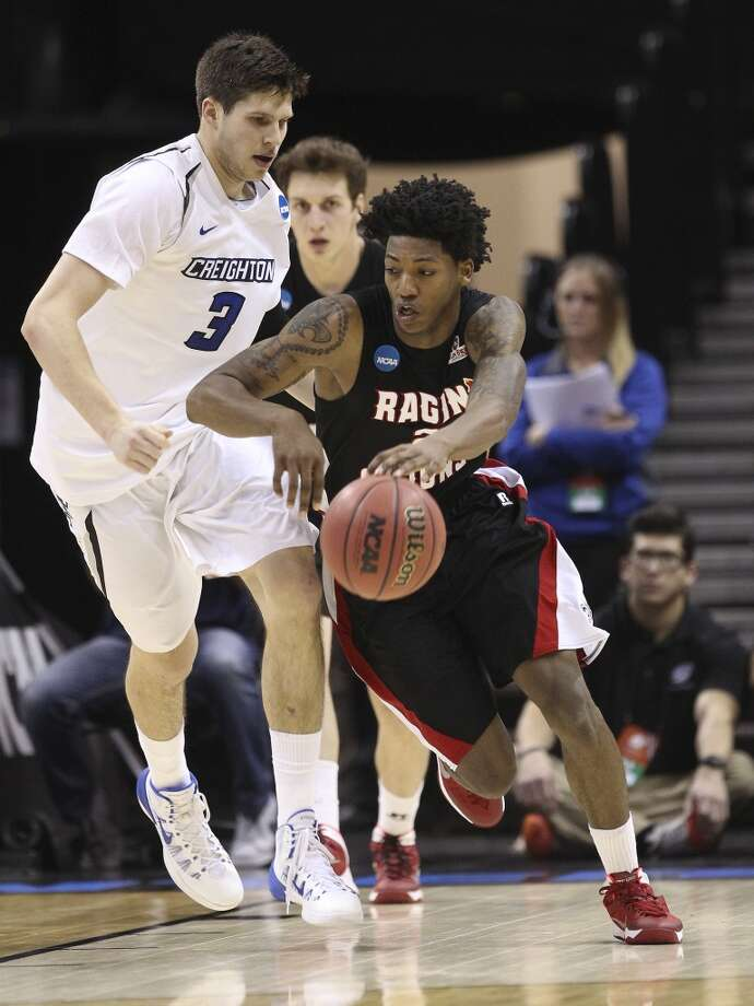 Lousiana-Lafayette's Elfrid Payton (02) steals the ball away from Creighton's Doug McDermott (03) in the first half of the second round of the 2014 NCAA Basketball Championship at the AT&T Center on Friday, March 21, 2014. Photo: Kin Man Hui, San Antonio Express-News