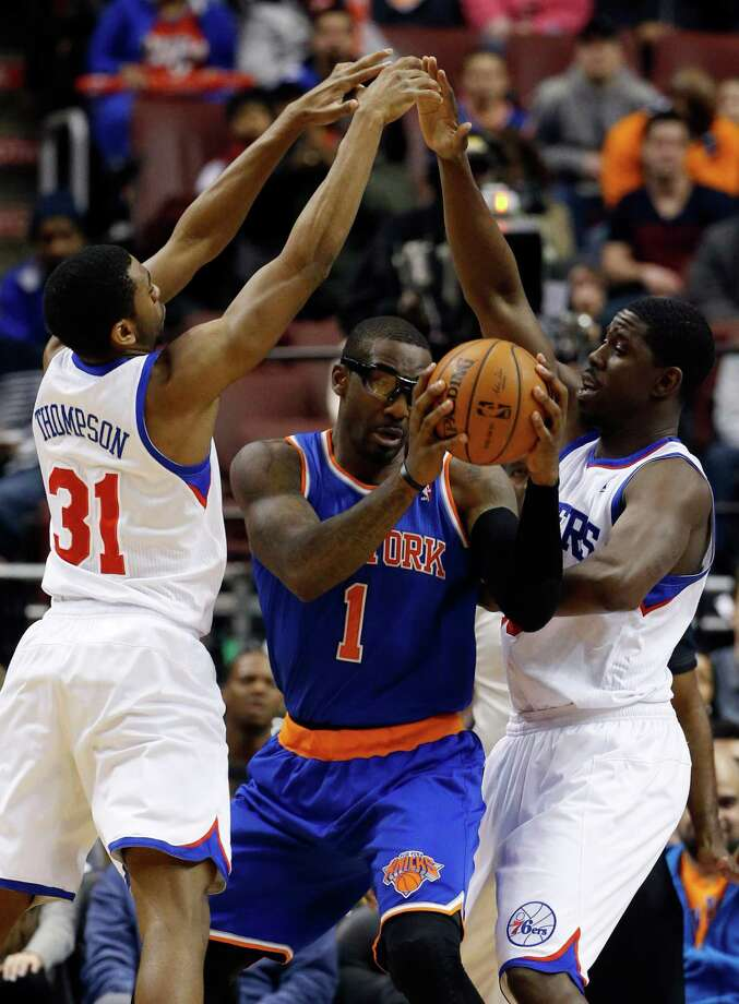 New York Knicks' Amar'e Stoudemire, center, tries to squeeze past Philadelphia 76ers' Hollis Thompson, left, and Henry Sims during the second half of an NBA basketball game, Friday, March 21, 2014, in Philadelphia. New York won 93-92. (AP Photo/Matt Slocum) ORG XMIT: PXC108 Photo: Matt Slocum / AP