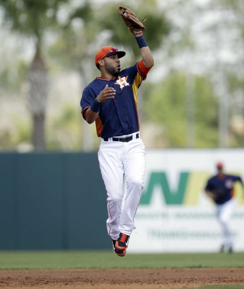 Astros third baseman Marwin Gonzalez makes a play during the first inning. Photo: Carlos Osorio, Associated Press