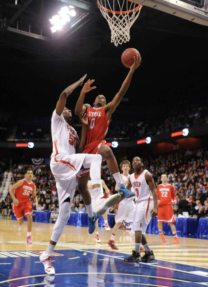 Bridgeport Central's Sha'quan Bretoux (10) attempts a layup over Fairfield Prep defender Paschal Chukwu (55) in the CIAC Class LL high school boys basketball state championship game between No. 1 Fairfield Prep. and No. 2 Bridgeport Central at Mohegan Sun Arena in Uncasville, Conn. on Saturday, March 22, 2014. Photo: Tyler Sizemore / The News-Times
