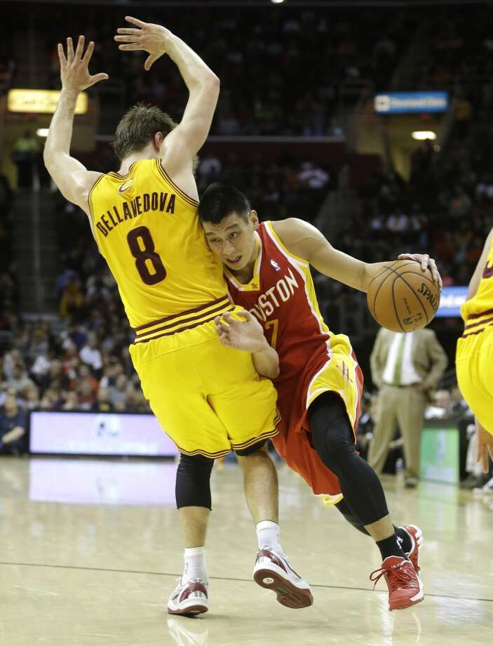 Jeremy Lin of the Rockets tries to get past Matthew Dellavedova of the Cavaliers. Photo: Tony Dejak, Associated Press