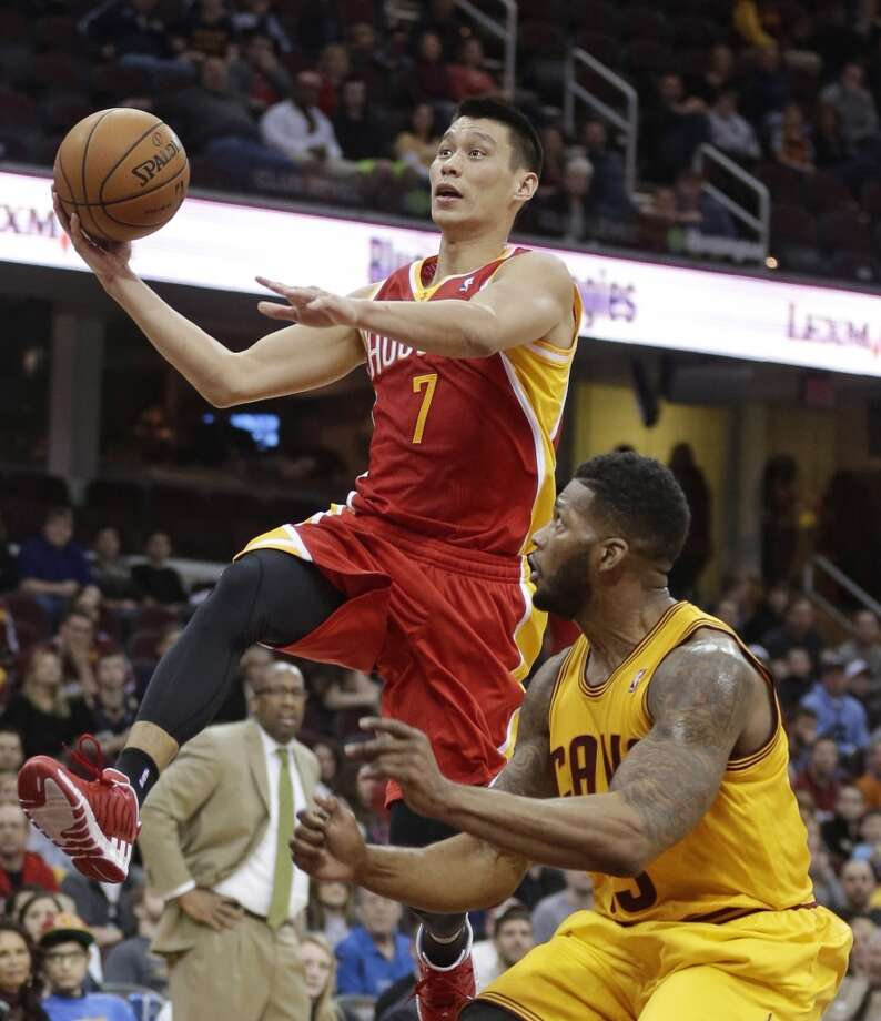 Jeremy Lin of the Rockets drives to the basket against the Cavaliers. Photo: Tony Dejak, Associated Press