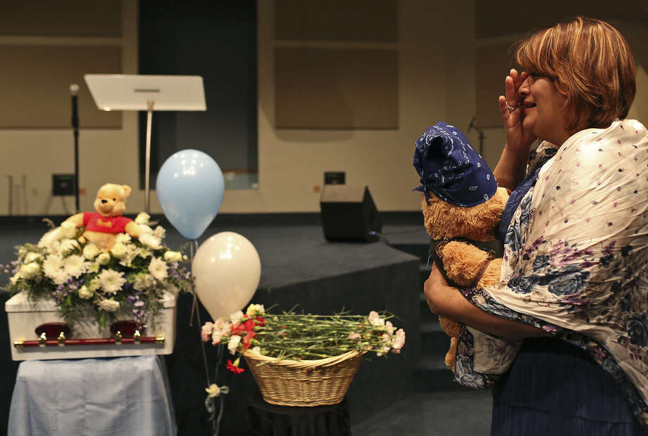 Pamela Allen grieves at the conclusion of the funeral for Baby Noel at Summit Christian Center, a North Side church of 3,000 members. She had worked for months to make sure the newborn had a proper funeral and burial. Photo: Photos By Lisa Krantz / San Antonio Express-News / SAN ANTONIO EXPRESS-NEWS