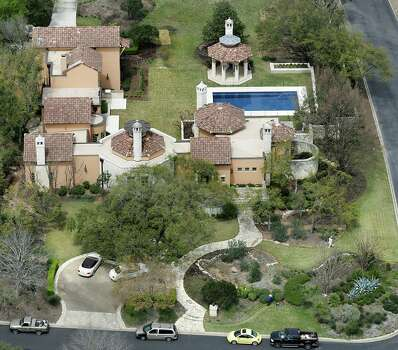 No other residential SAWS customer used more water from May to November than did construction heiress Leslie Negley. Photo: Photos By Bob Owen / San Antonio Express-News / © 2012 San Antonio Express-News
