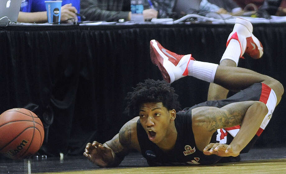 Lousiana-Lafayette's Elfrid Payton (02) dives for a loose ball during second-round NCAA tournament second-half action against Creighton in the AT&T Center on Friday, March 21, 2014. Photo: San Antonio Express-News / San Antonio Express-News