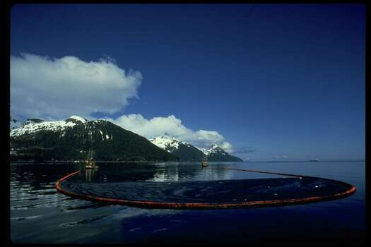 Oil enboomed on Prince William Sound after Exxon Valdez oil spill. Photo: Alan Levenson, Time & Life Pictures/Getty Image / Alan Levenson