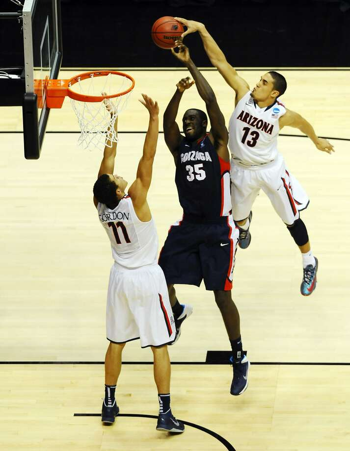 Arizona's Aaron Gordon (11) and Nick Johnson shut down Gonzaga's Sam Dower as he drives to the basket in the Wildcats' dominating win. Photo: Christopher Hanewinckel, Reuters