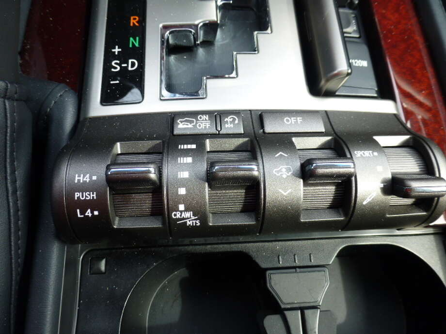 The center console-mounted switches for changing from high-range to low-range and for adjusting the height and attitude of the LX 570. (Not to imply that it has a bad attitude.)