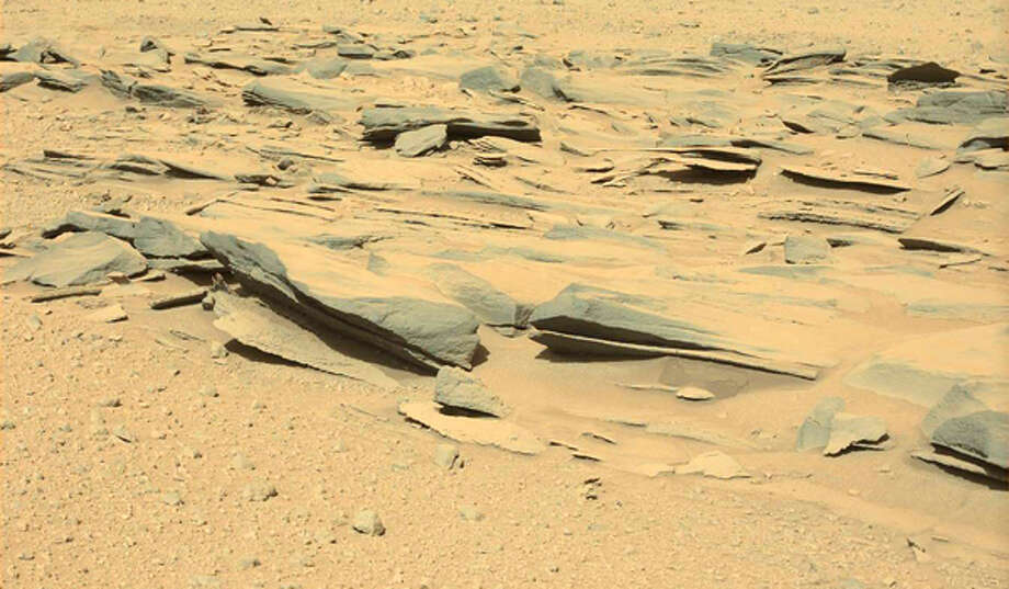 This image from Mars was taken by the left mastcam aboard NASA's rover Curiosity on Martian day 574 (March 18, 2014). Zooming in shows where one blogger says he spotted a statue.  (Photo: NASA/JPL-Caltech/MSSS)