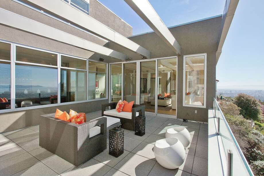 The deck off the public rooms is a scenic and spacious gathering place. Photo: OpenHomesPhotography.com