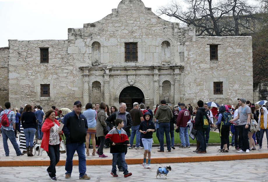 The Alamo still attracts big crowds, particularly during Spring Break. But a reader would like to see the grounds renovated to a grandeur worthy of the heroes who died there. Photo: Edward A. Ornelas / San Antonio Express-News / © 2014 San Antonio Express-News