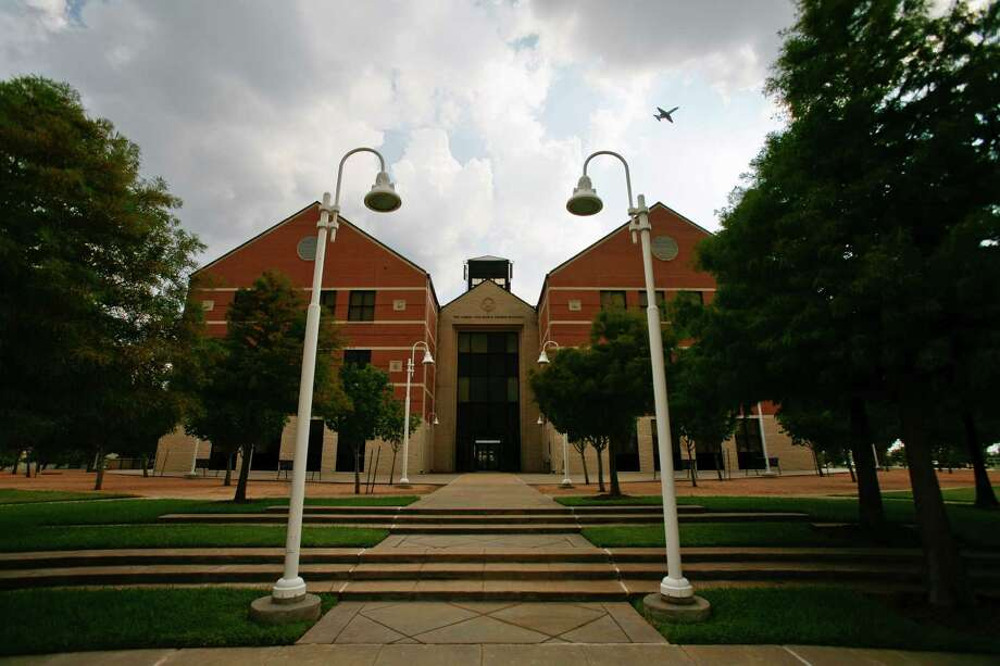 "The University of Houston at Sugar Land main campus Tuesday, June 30, 2009, in Sugar Land.  Many schools of higher education are ""suburbanizing"" by moving college classes and campuses out to the population centers, rather than the old trend of requiring people to go to the main campus.   ( Michael Paulsen / Chronicle ) Photo: Michael Paulsen, Staff / Houston Chronicle"