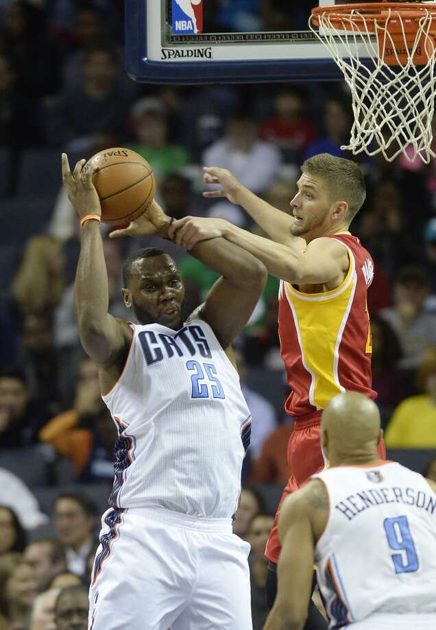 Bobcats center Al Jefferson outrebounds Chandler Parsons of the Rockets. Photo: David T. Foster III, Charlotte Observer/MCT