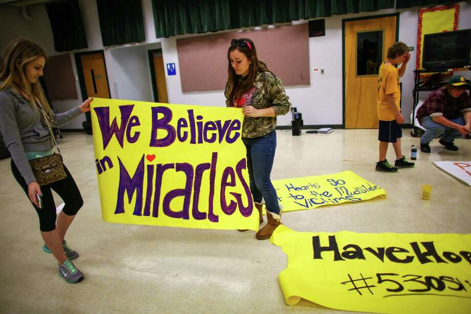 Tayler Hoftell, 17, and Emmarae Reuwsaat, 17, make signs at Darrington High School. Photo: JOSHUA TRUJILLO, SEATTLEPI.COM / SEATTLEPI.COM