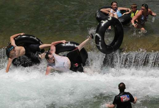 People in New Braunfels cool off in the Comal River. Photo: SAN ANTONIO EXPRESS-NEWS