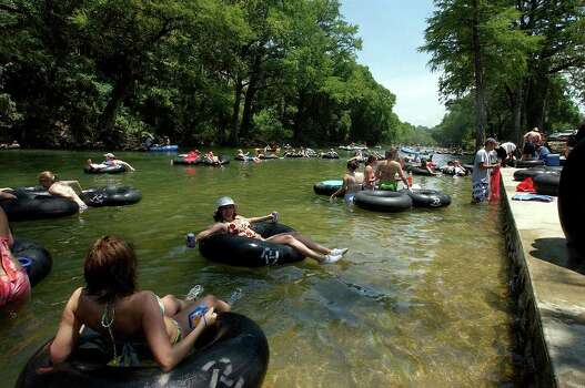 METRO- Tubers enter the Guadalupe River at the Rocin' R Saturday, July 17, 2004 in Gruene. BAHRAM MARK SOBHANI/STAFF Photo: BAHRAM MARK SOBHANI, SAN ANTONIO EXPRESS-NEWS / SAN ANTONIO EXPRESS-NEWS
