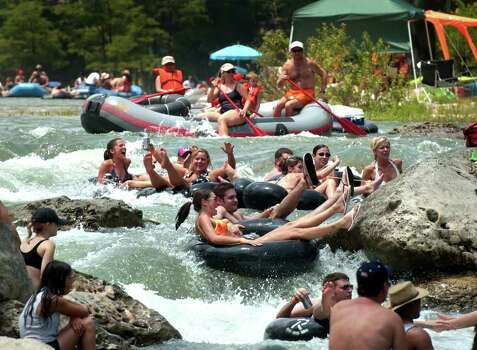 Metro daily - Forth of July tubers prepare to go down Huaco (CQ)  Falls on the Guadalupe River near New Braunfels, Tx. as the popular event draws crowds to enjoy the cool waters, Saturday, July 3, 2004.  photo bob owen Photo: BOB OWEN, SAN ANTONIO EXPRESS-NEWS / SAN ANTONIO EXPRESS-NEWS