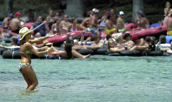 METRO   Leslie Smith, from Dallas, shows her appreciation of some music being played by tubers passing by in the Guadalupe River Saturday north of New Braunfels.   TUBING ON THE GUADALUPE RIVER.      TOM REEL/STAFF   MAY 29, 2004. Photo: TOM REEL, SAN ANTONIO EXPRESS-NEWS / SAN ANTONIO EXPRESS-NEWS