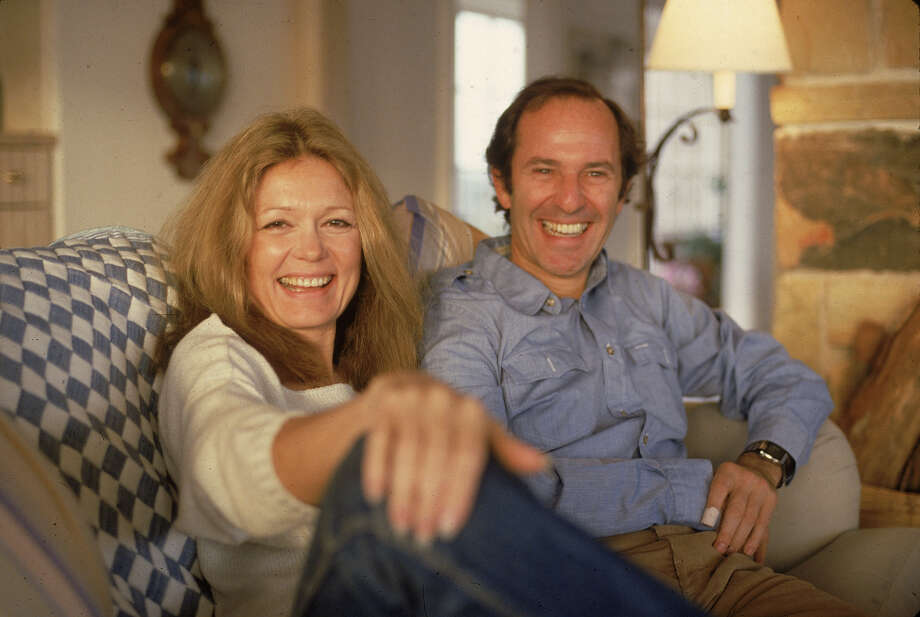 American author and political activist Gloria Steinem and Canadian-born businessman Mortimer Zuckerman sit on a couch and laugh, 1984. Photo: Susan Wood/Getty Images, Getty Images / 2004 Getty Images