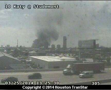 Smoke from a 4-alarm fire just west of downtown can be seen from the Katy Freeway near Studemont. Photo: Houston Transtar